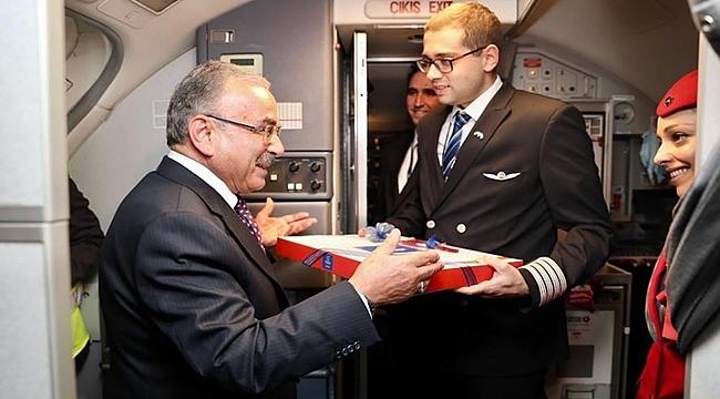 Başkan Güler Ekşi'ye 1 tepsi fındıklı baklava gönderdi
