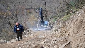 Altınordu Belediyesi dağları aşıp yol yapıyor