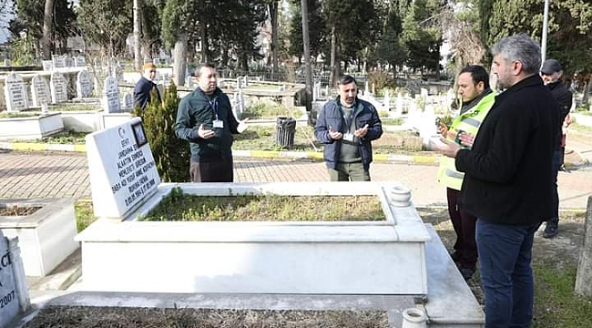 Mezarlıklarda dua okunuyor