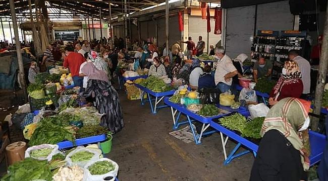 Çarşamba Pazarı'nda satıcılar için tezgâh kuruldu