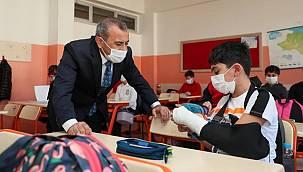 Vali Sonel, Durugöl Şehit Bayram Gümüş İlkokulu'nda