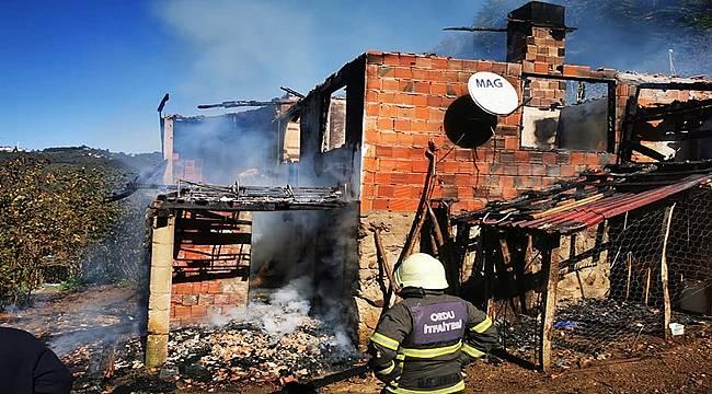 Ordu'da yangın: 2 katlı ev yandı