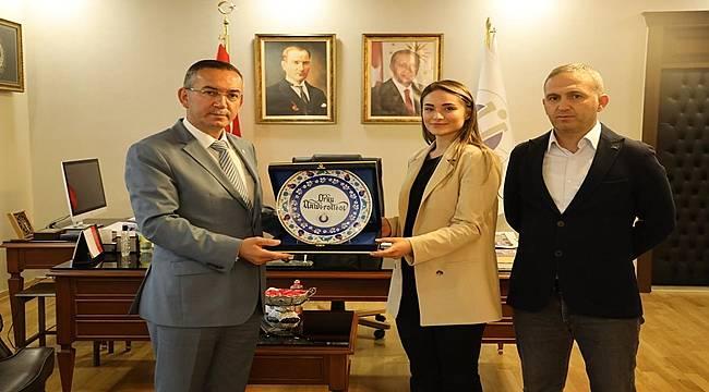 Rektör Akdoğan, Dünya Şampiyonunu Tebrik Etti