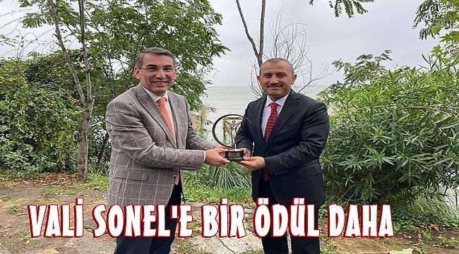 Vali Tuncay Sonel'e 'Yılın Spor İnsanı' ödülü